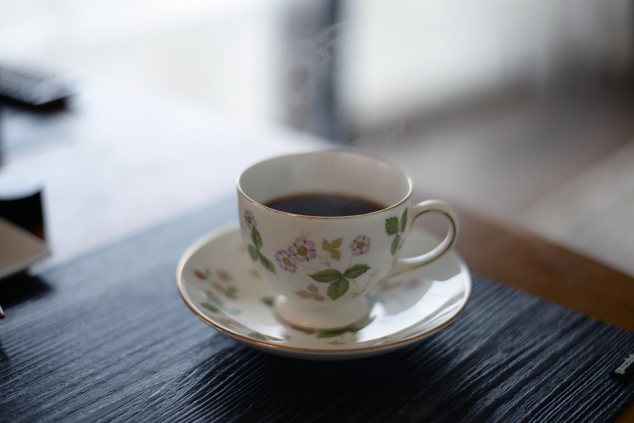 ヒュッゲな暮らし向きのウェッジウッドのコーヒーカップ